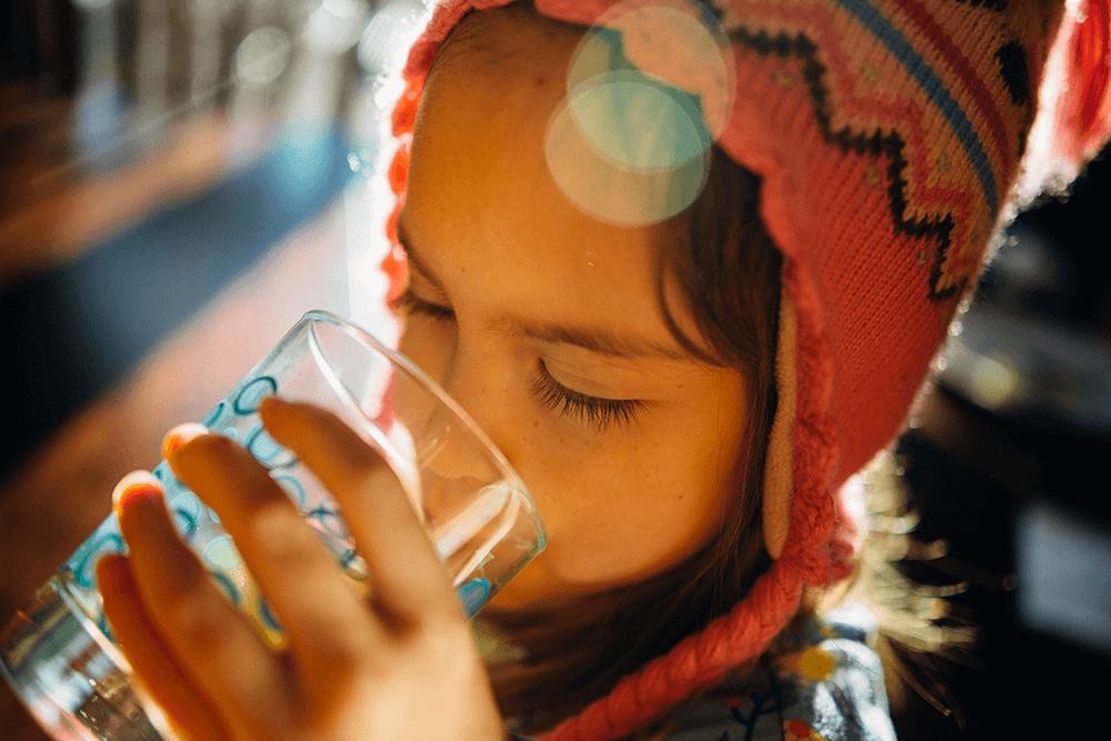 便秘解消に効果的な水分摂取量!1日2リットルを飲み水で取ろう
