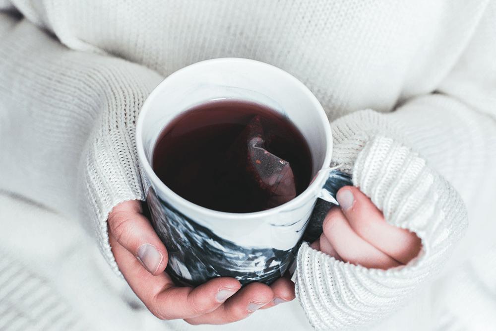 市販ですぐ買える!便秘解消に期待できるお茶の種類や効果